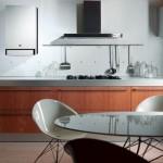 Маленькая кухня с современной газовой колонкой фото