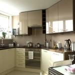 сочетание цветов коричневого с бежевым на кухне