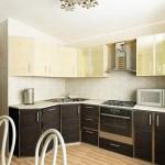 кремово-коричневая кухня 9 кв м