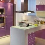 кухня фиолетово-белая