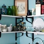 интерьер маленькой кухни с газовой колонкой