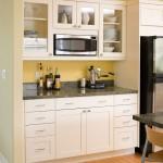 расположение микроволновки в буфете на кухне
