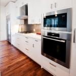расположение микроволновки в кухне встроено