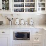 расположение микроволновки снизу в кухне