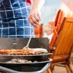 Летняя кухня на даче с барбекю мангалом