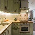 зеленная кухня в стиле кантри
